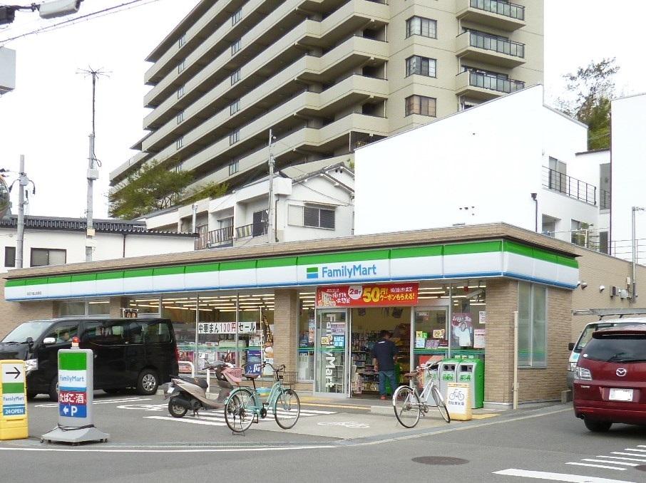コンビ二:ファミリーマート吹田千里山高塚店 450m