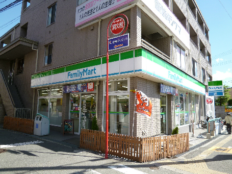 コンビ二:ファミリーマート豊津駅前店 125m