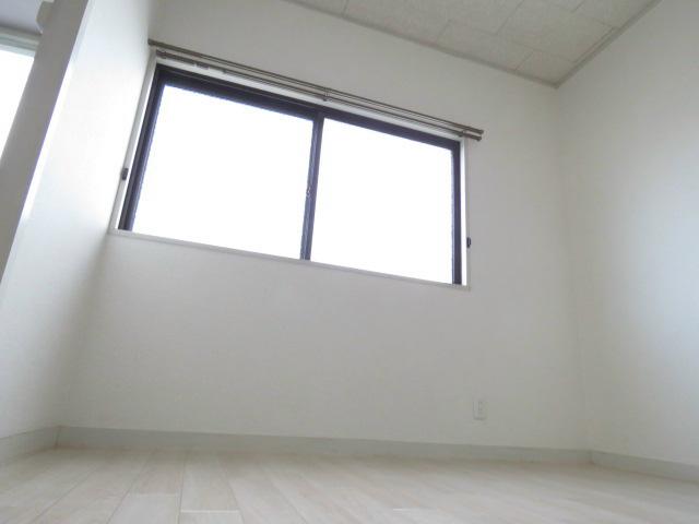 白に囲まれた清潔感のあるお部屋です