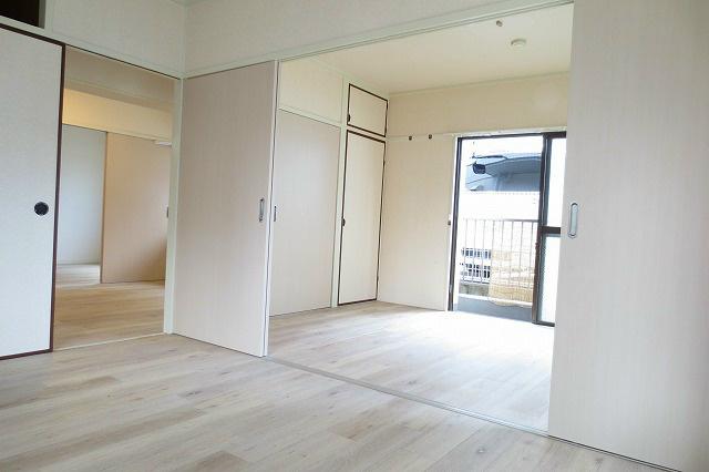 全部屋白のウッドタイルが素敵です!