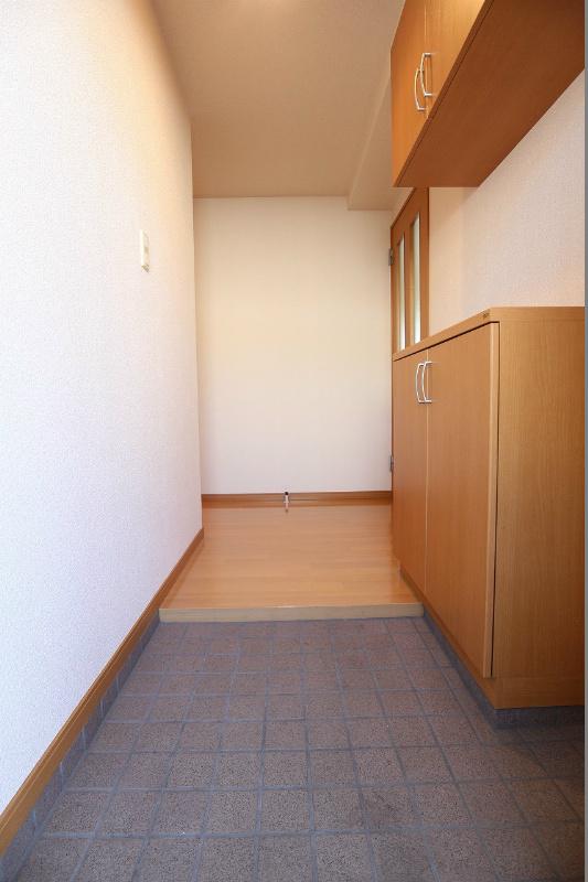 広々とした玄関。シューズボックスも広々