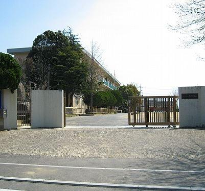 小学校:北九州市立葛原小学校 530m