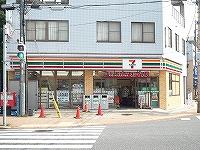 コンビ二:セブンイレブン八幡折尾駅前店・ 274m 近隣