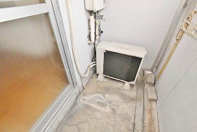 洗濯機置き場はバルコニーです。