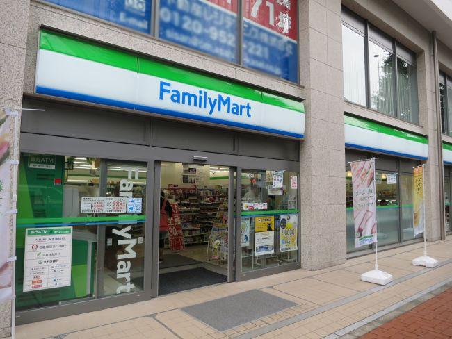 コンビ二:ファミリーマート 日本橋本町二丁目店 137m