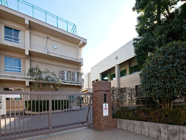 中学校:練馬区立中村中学校 762m
