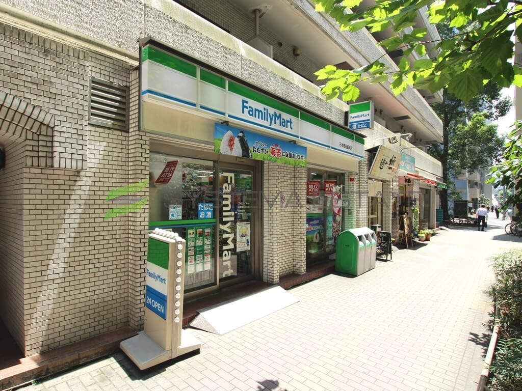 コンビ二:ファミリーマート 日本橋箱崎町店 347m