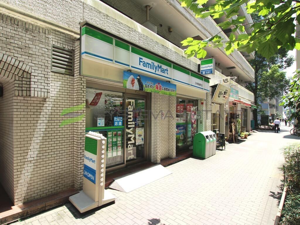 コンビ二:ファミリーマート日本橋箱崎町店 383m