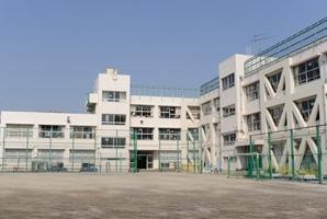小学校:世田谷区立玉川小学校 1076m