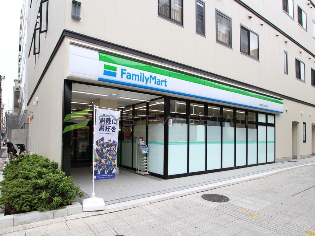 コンビ二:ファミリーマート 小伝馬町大門通り店 186m