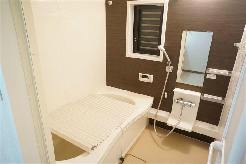 大型バスルーム!追炊き・浴室乾燥機付!