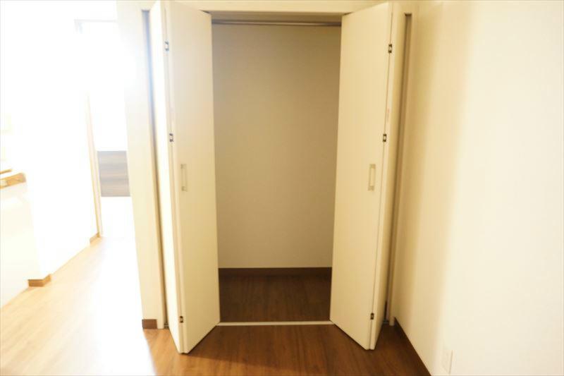 3階洋室に2か所の収納クローゼットあり