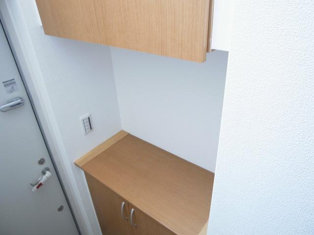 1階に玄関。下駄箱も収納力あります。