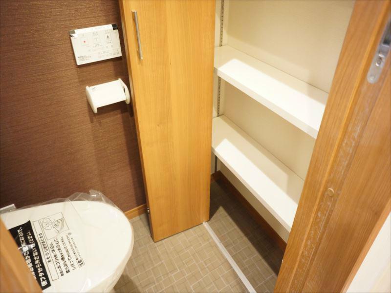トイレの収納スペースが充実しているのが嬉しいですね。
