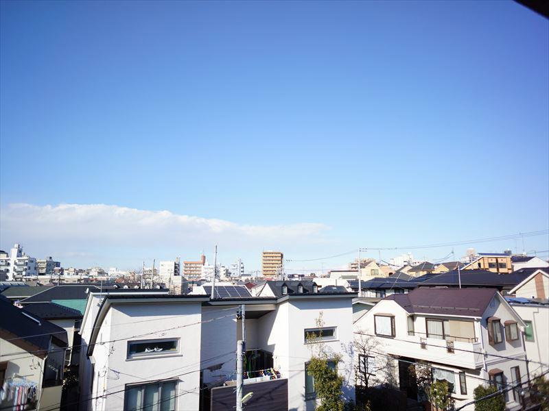 周りに高い建物がないので日当たり・風通し良好です!