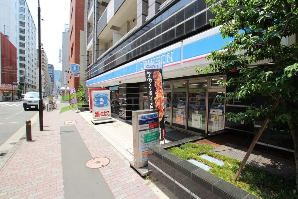 コンビ二:ローソン 日本橋横山町店 5m 1F