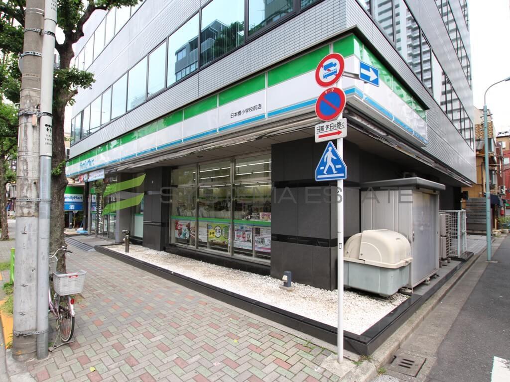 コンビ二:ファミリーマート 日本橋小学校前店 79m