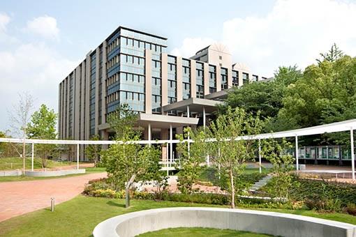 大学・短大:私立九州産業大学 659m