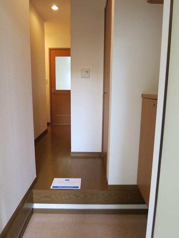 玄関は人感センサーを完備