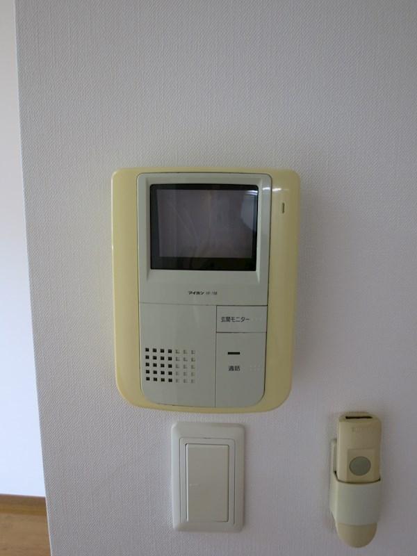 TVモニターホン設置済みで来訪者の顔が確認できて安心です