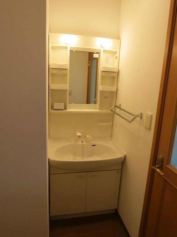 独立洗面化粧台は便利なシャワーホース付きです