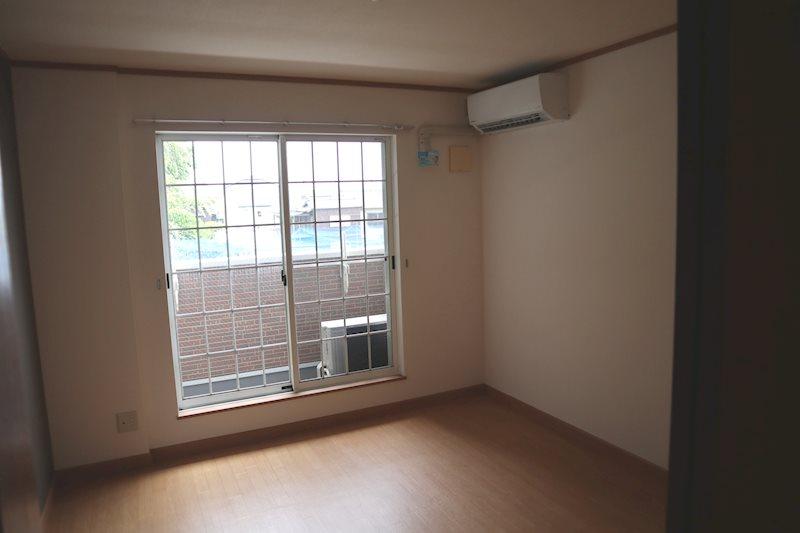洋室は梁が無く、家具の配置がし易いです。