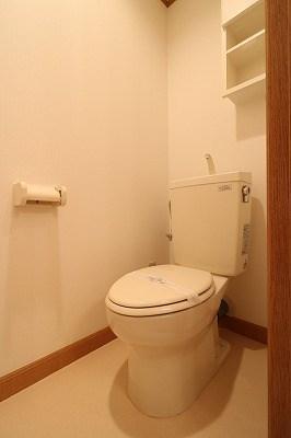 トイレにはコンセント付き。洗浄便座も設置頂けます。