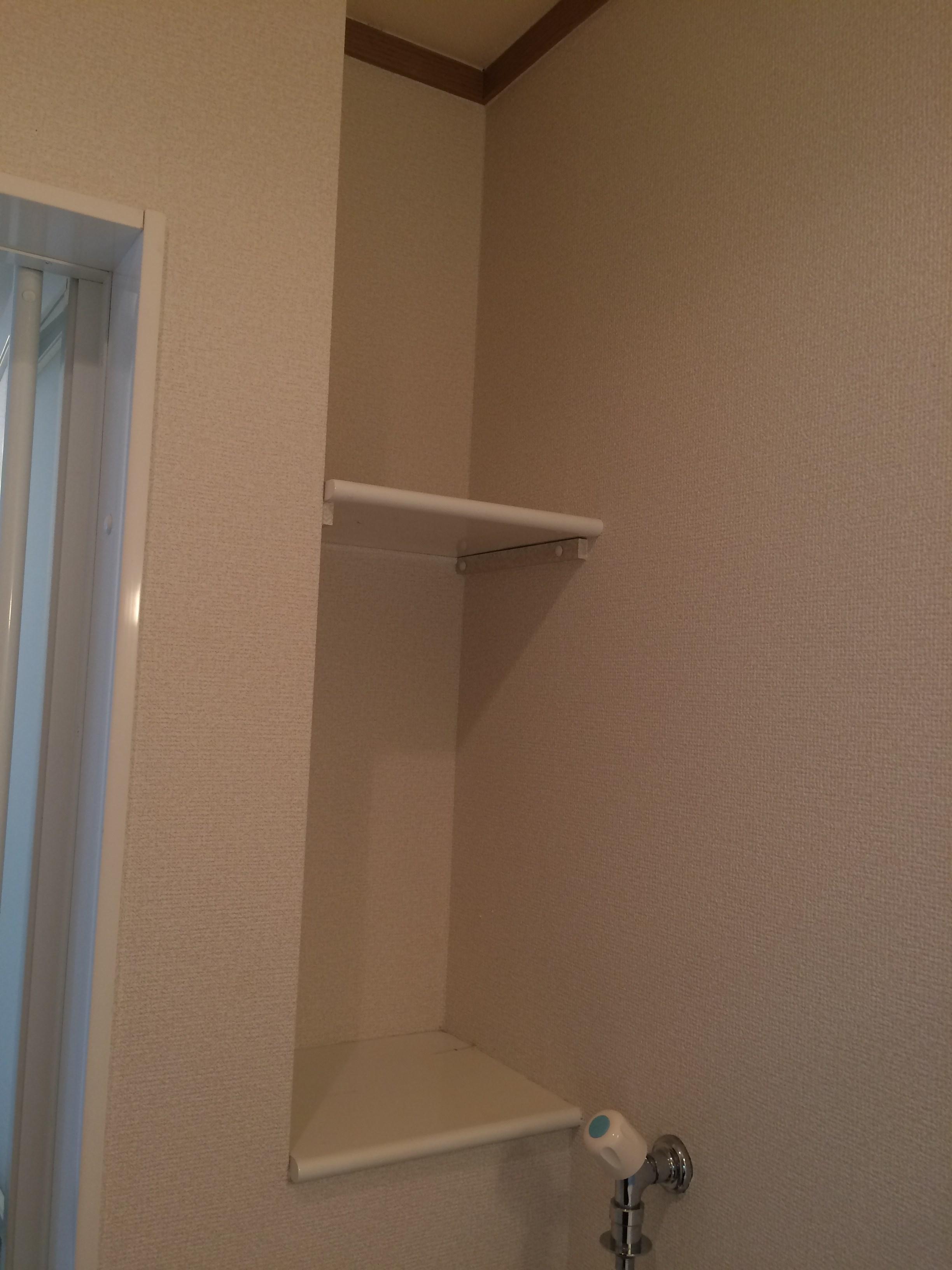 洗濯機置場上部にはリネン庫あり。これが何気に使えます。