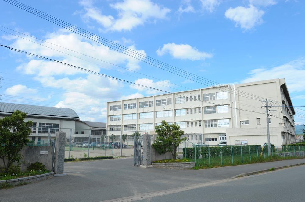 中学校:新宮町立新宮中学校 1051m