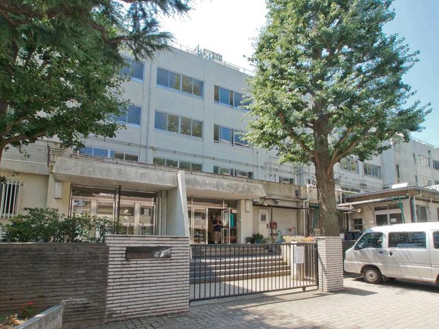 中学校:練馬区立上石神井中学校 627m