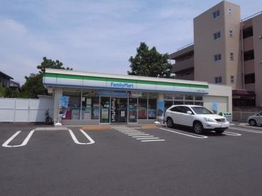 コンビ二:ファミリーマート 下石神井一丁目店 631m