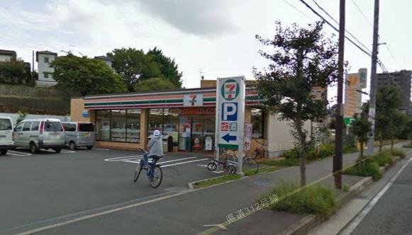 コンビ二:セブンイレブン 鎌倉城廻東店 707m