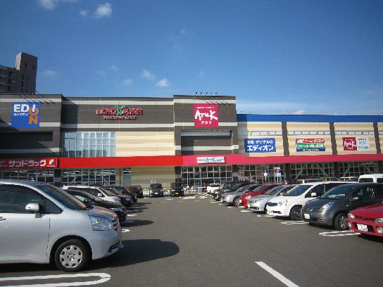 ショッピング施設:アクロスプラザいとうづ 575m