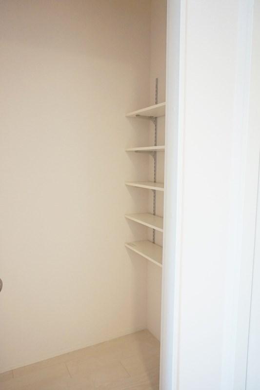 キッチンにも収納があり便利です♪