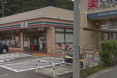 コンビ二:セブンイレブン 鎌倉津西店 507m