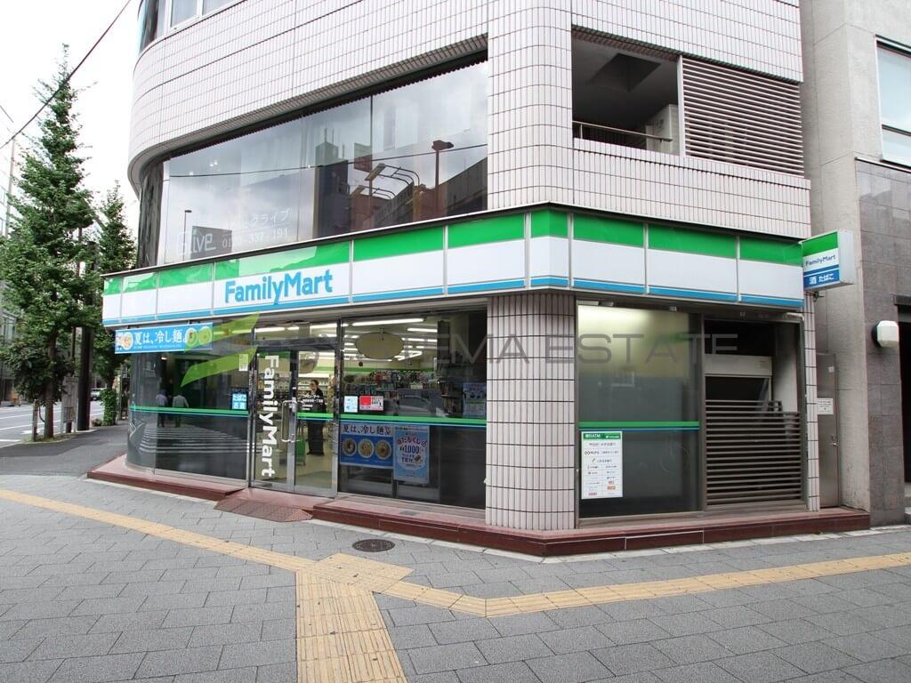 コンビ二:ファミリーマート 神田岩本町一丁目店 162m