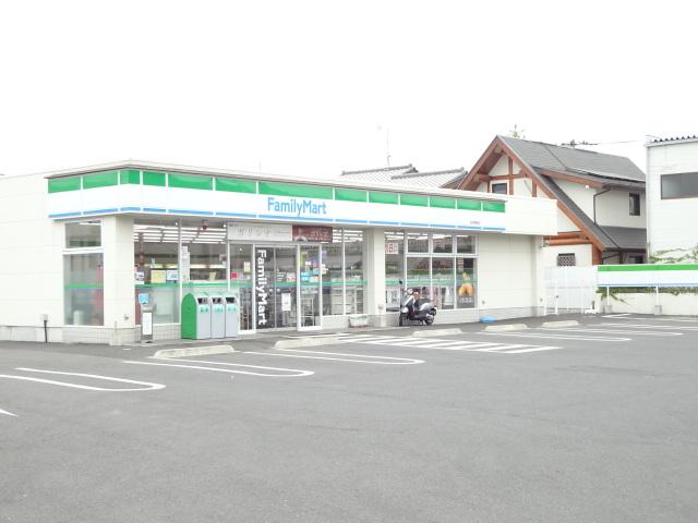 コンビ二:ファミリーマート 柏南増尾店 543m