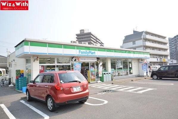 コンビ二:ファミリーマート 一宮今伊勢駅前店 706m