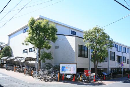 図書館:世田谷区立桜丘図書館 836m