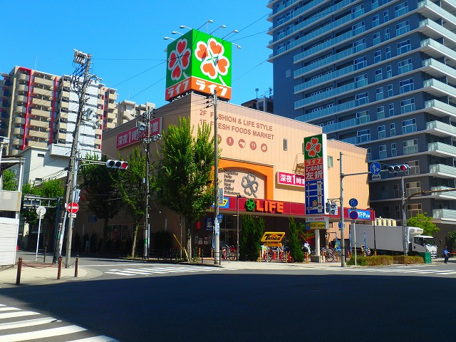 スーパー:ライフ 天神橋店 121m