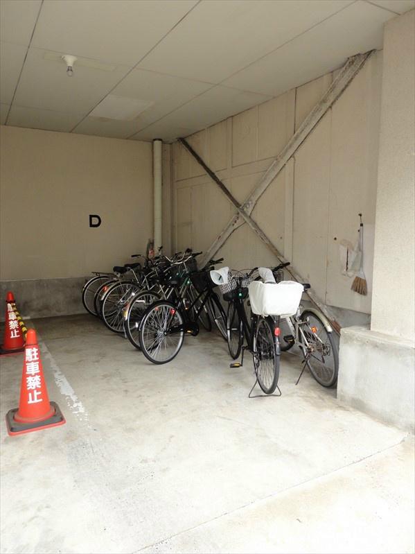駐輪スペースあります