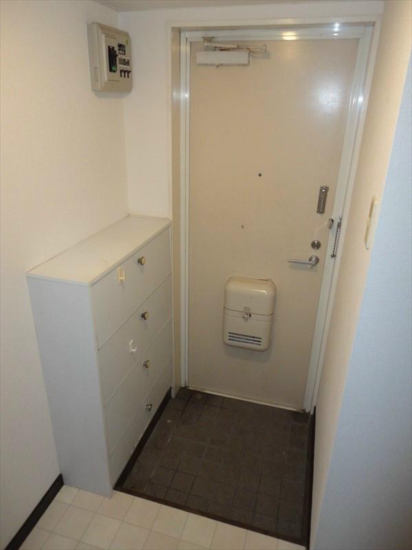収納豊富なシューズボックスがございますので、玄関スペースは広く取れます。