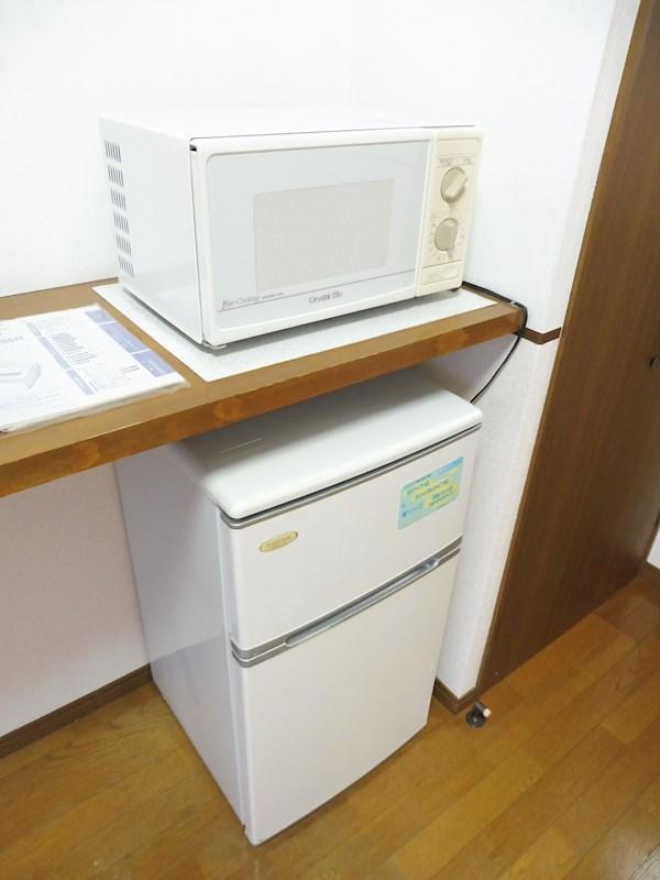 2ドア冷蔵庫、電子レンジ完備