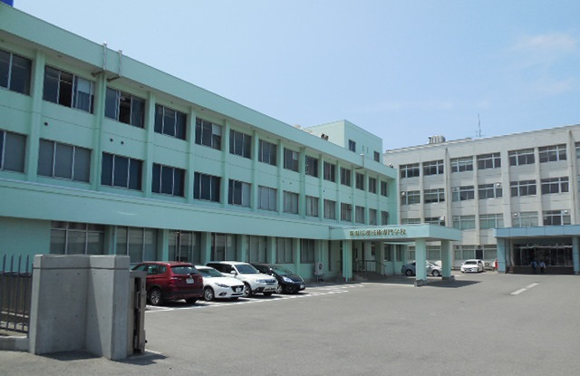 専門学校:新潟医療技術専門学校 1357m