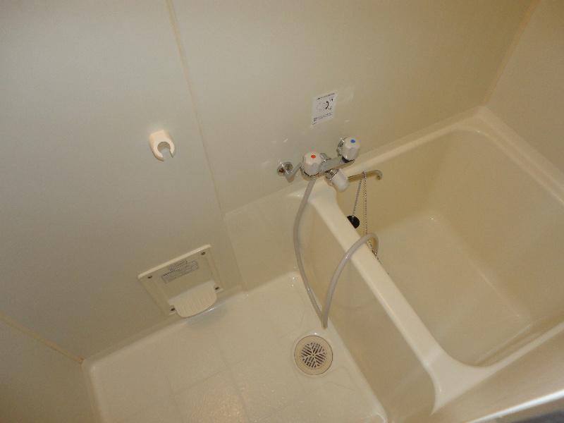 浴室はコンパクトな造りとなっております。