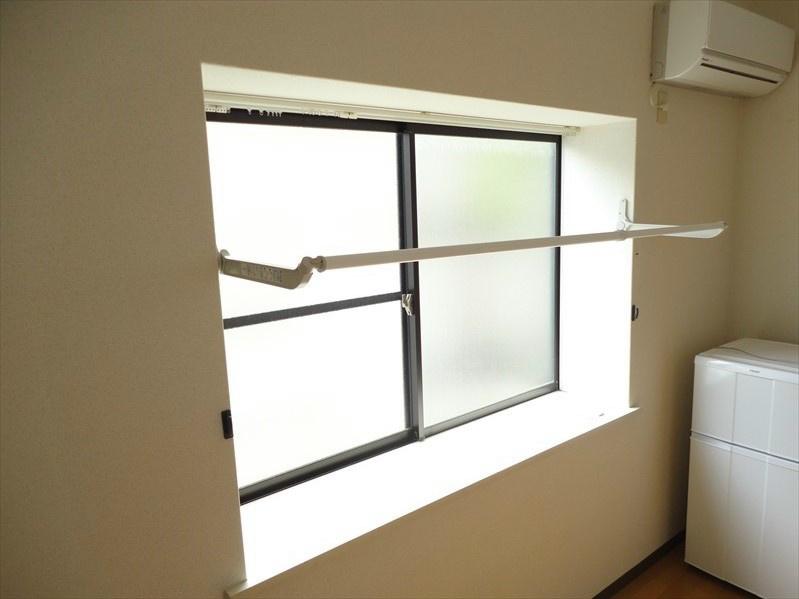 折りたたみ式室内物干しユニット完備してございますので、雨天の日も安心です。