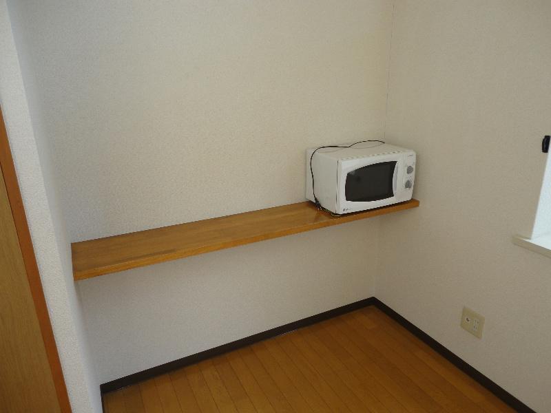 棚があります。電子レンジは家電プランを利用の方のみ完備