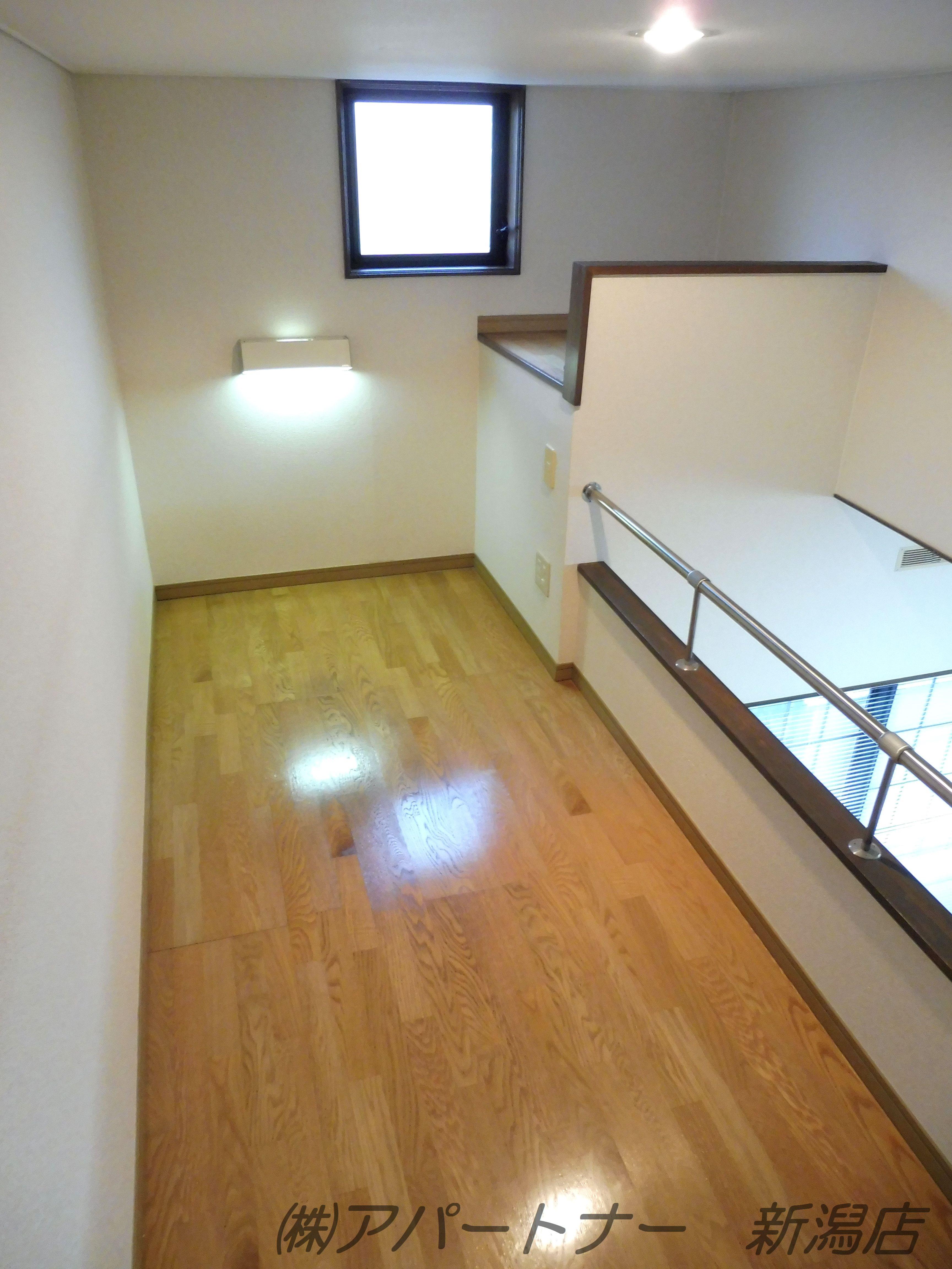 ロフト部分。天井が高いのでかがまずに済むので使いやすいロフトです。