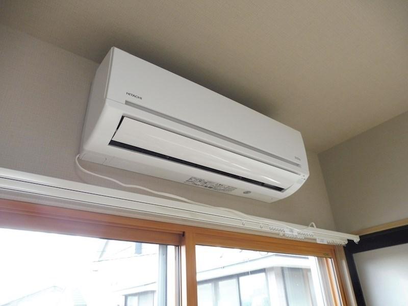 エアコンは4.5帖のお部屋にあります。