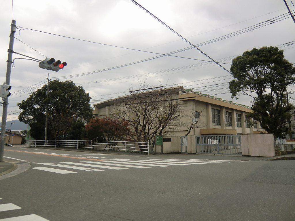中学校:筑紫野市立筑山中学校 988m